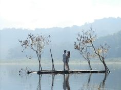 A romantic prewedding at Bali by Therapy Photography