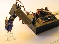 Robot Arm – Un braccio robotico economico con meccanica essenziale