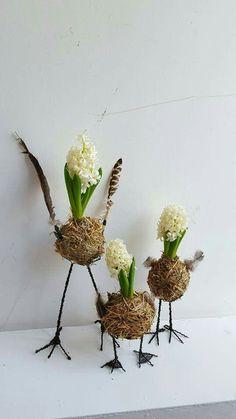 Our online shop:. Summer Flower Arrangements, Floral Arrangements, Diy Osterschmuck, Modern Holiday Decor, Easter Flowers, Diy Easter Decorations, Deco Floral, Flower Bird, Hoppy Easter