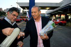Eliseu Padilha realiza panfletagem no Ponto de Taxi da estação Rodoviária de Porto Alegre - Eliseu Padilha - Álbuns da web do Picasa