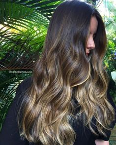 9 Best Fall Hair Trends That Will Inspire Your Next Look Balayage Brunette, Balayage Hair, Gorgeous Hair, Love Hair, Fall Hair Trends, Hair Color Techniques, Hair Highlights, Caramel Highlights, Hair Looks