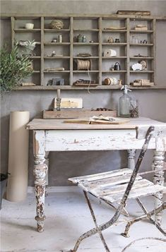 Jeanne d'Arc Living - gorgeous craft space with shabby chic feel Bureau Shabby Chic, Muebles Shabby Chic, Shabby Chic Furniture, Painted Furniture, Furniture Sets, Shabby Chic Homes, Shabby Chic Decor, Vintage Decor, Vintage Office