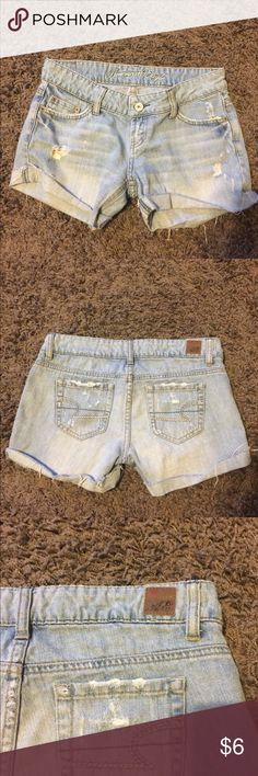 American Eagle retro shorts These retro shorts are perfect for your Summer wardrobe! Great condition! American Eagle Outfitters Shorts Jean Shorts