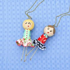 Make these funky wooden doll necklaces for your favorite little gal this holiday.