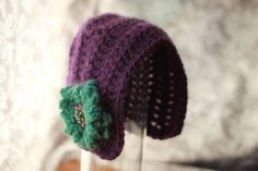 Beautiful bonnet crochet hat pattern by Mamachee Patterns.  This would make a great photography prop or beautiful hat for the baby in your life.