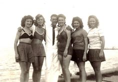 Mom and dad with friends at the seawall of Lake Pontchartrain in New Orleans. while dad was on leave) My Family Photo, Family Photos, 1920s, Swing Era, Lake Pontchartrain, Louisiana Usa, Research Images, Men In Uniform, 1940s Fashion