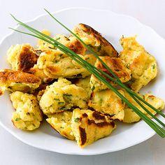 Wie Kaiserschmarrn nur nicht süß - Kräuter-Kratzete werden ähnlich zubereitet, sind aber pikant gewürzt.