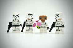 lego star wars stormtroopers online with e. Lego Stormtrooper, Starwars Lego, Lego Star Wars Games, Star Wars Toys, Lego Disney, Legos, Lego Humor, Jouet Star Wars, Ufo