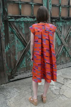 I've been eyeballing this pattern for ages Modest Dresses, Simple Dresses, Casual Dresses, Summer Dresses, Shabby Look, Apparel Design, Sewing Clothes, Pattern Fashion, Clothing Patterns