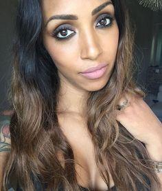 La felicità si si insinua nella tua vita attraverso una porta che non sapevi di aver lasciato aperta❤️ #mylight #happinessishere #makeup #eyes #occhi #occhioni #felicità #myblog #blogger #brunette