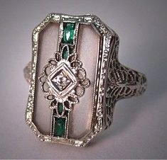 Antique diamond, emerald and camphor glass ring, 1920's (hva)