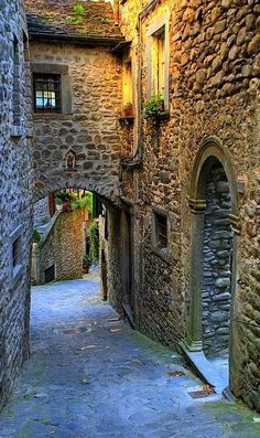 Medieval streets of Pontremoli, Tuscany, Italy | Flickr - Photo by alessandro manfredi