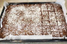 Skikkelig saftig sjokoladekake i langpanne Animal Print Rug, Cake Recipes, Food And Drink, Baking, Food Cakes, Cake, Cakes, Bakken, Mudpie