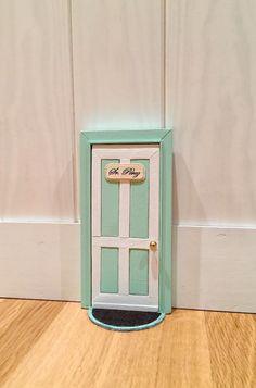 Puerta de madera del ratoncito Pérez hecha a mano 100%. de ColorfulWoodStore en Etsy