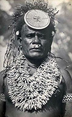 Traditional clothing in the Solomon Islands is similar to other South Pacific Islands. Different tribes and ethnic groups used different traditional clothing. Federated States Of Micronesia, Portraits, South Seas, Ocean Art, Selling Jewelry, People Of The World, South Pacific, Beach Pictures, Papua New Guinea