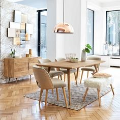 The dining set, comprising of dining table and chairs, is the focal point of the dining room décor. The table and chairs that you select for the dining space should be complementary to the environment of the room. 4 Seater Dining Table, Dining Table In Kitchen, Light Wood Dining Table, Small Dining Area, Modern Dining Chairs, Dining Tables, Table Lamps, Dining Room Design, Dining Room Furniture