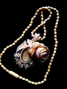 Necklace Loket ivory carving. Rarity Rose with a от ODMIVINTAGE
