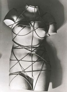 Man Ray - Vénus restaurée (Dada)(1936)