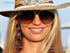 Looking drop dead gorgeous armed with a hat, sunglasses, Dori's Elektra earrings and... a killer smile... :)) #doricsengeri #earringsbydori