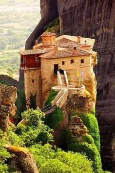 The Meteora Monastery - Grecia Places Around The World, Oh The Places You'll Go, Places To Travel, Places To Visit, Around The Worlds, Santorini, Mykonos, Magic Places, Kirchen