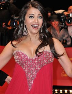 Actress Aishwarya Rai Bachchan attends the premiere for 'Pink Panther as part of the Berlin Film Festival at the Berlinale Palast on February 2009 in Berlin, Germany. Get premium, high resolution news photos at Getty Images Aishwarya Rai Young, Aishwarya Rai Pictures, Aishwarya Rai Cannes, Aishwarya Rai Photo, Actress Aishwarya Rai, Aishwarya Rai Bachchan, Bollywood Actress Hot Photos, Beautiful Bollywood Actress, Beautiful Indian Actress