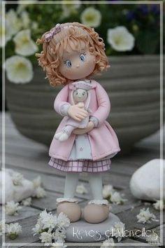 Qué fofucha más tierna!! No te cansarás de mirarla. En www.abedulart.com tienes todo lo que necesitas para hacer fofuchas.
