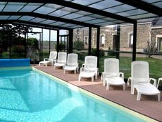 Chambres d'hôtes - Au Domaine des Camélias Plumeliau Set in Brittany countryside near Pontivy, Chambres d'hôtes - Au Domaine des Camélias offers en suite rooms overlooking the large garden with a seasonal pool, which is heated and covered.
