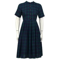 Preowned 1950's Best & Co. Plaid Shirtwaist Dress (5.125.125 IDR) ❤ liked on Polyvore featuring dresses, black, collar dress, tartan dress, button front dress, full skirt and plaid collared dress