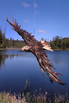 Driftwood art Amazing driftwood sculpture     Artist Jeff Uitto creates intricate sculptures from driftwood he finds along the coast of Washington. Uitto has sculpted wild horses, soaring eagles, and even a giraffe out of salvaged tree branches. But his work is more than giant animal sculptures.