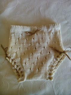 feito e punto: Cómo se hace... una braguita de perlé para tu bebé. Fácil fácil.