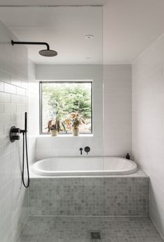 Bathroom good use of space shower and bath - July 21 2019 at Small Bathroom With Bath, Bathroom Tub Shower, Bathroom Renos, Bathroom Renovations, Glass Bathroom, Bathroom With Shower And Bath, Small Wet Room, Bathroom Store, Bathtub Shower Combo