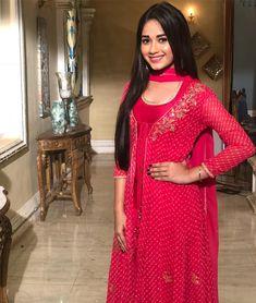 Jannat Zubair as Pankti Simple Pakistani Dresses, Indian Dresses, Beautiful Bollywood Actress, Beautiful Actresses, Indian Designer Outfits, Designer Dresses, Designer Wear, Girl Trends, Stylish Girls Photos