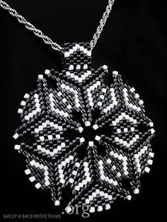 beautiful triangle peyote based pendant - how to