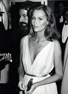 Lauren Hutton is a beauty and I am inspired that she does not believe in cosmetic surgery just ages gracefully!