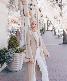 Long Cardigans With Hijab Fashion - image@withloveleena - Get Inspiration On Chunky Cardigan With Hijab Style, Long Open Cardigans For Spring, Long Open Cardigans Summer, Long Open Cardigans Work Outfits, Hijab Fashion With Cosy Knitwear, Black Open Cardigans , White Open Long Cardigans And Much More. #hijab #hijabfashion #hijaboutfit #longcoats #modestoutfit #chunkyknit Modest Fashion, Hijab Fashion, Fashion Outfits, Islamic Clothing, Muslim Girls, Duster Coat, Casual Outfits, Fitness, How To Wear