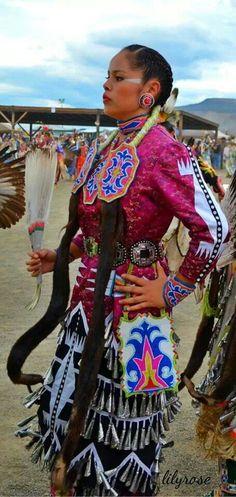 Beautiful jingle dress dancer in pink :) Native American Regalia, Native American Beauty, Native American History, American Indian Girl, Indian Girls, Jingle Dress Dancer, Powwow Regalia, Cherokee, Pow Wow