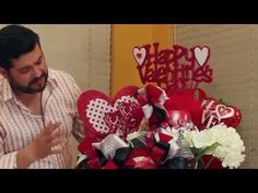 Manualidades San Valentin regalo centro de mesa. St.Valentine's Day o... Flower Boxes, Flowers, Friendship Gifts, Diy Cards, 4th Of July Wreath, Floral Arrangements, Valentines Day, Birthdays, Love