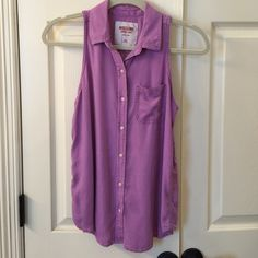 Mossimo Sleeveless Top EUC Super cute and soft sleeveless top. Buttons in front. Cute split detail in bottom back. Only worn once. 100% rayon Mossimo Supply Co Tops Blouses