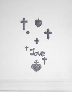 PEACE_croix_love_bosmetal_artisanat_haitien. A retrouver sur le concept store chrétien, www.cathoretro.com.