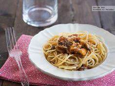 Espaguetis al huevo con pollo y portobello. Receta http://www.directoalpaladar.com/recetas-de-pasta/espaguetis-al-huevo-con-pollo-y-portobello-receta