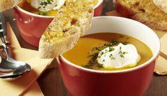 Die cremig-fruchtige Orangen-Kürbis-Suppe hellt im kalten Herbst die Stimmung auf