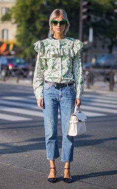Une blouse printanière avec un jean brut