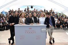 French actor Vincent Cassel, French actress Nathalie Baye, Canadian director Xavier Dolan, French actress Marion Cotillard, French actress Lea Seydoux and French actor Gaspard Ulliel pose on May 19, 2016 during a photocall for the film 'It's Only The End Of The World (Juste La Fin Du Monde)' at the 69th Cannes Film Festival in Cannes, southern France. / AFP / ANNE