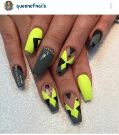 Grey & Yellow nails