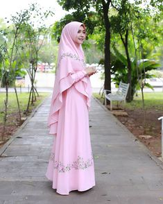 Hijab Style Dress, Modest Fashion Hijab, Abaya Fashion, Muslim Fashion, Fashion Dresses, Muslim Evening Dresses, Muslim Dress, Beautiful Hijab, Beautiful Dresses