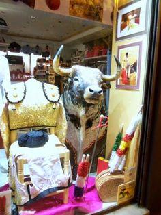 "Tienda Taurina ""alCoso"" y Flamenco: ya llegó a alCoso la Cabeza de toro"