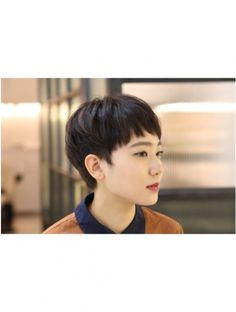 エレナ 青山/表参道(ELENA) ELENA 青山 外苑前 表参道 大人かわいいコンパクト☆ Pixie Haircut Styles, Pixie Hairstyles, Asian Short Hair, Short Hair Cuts, Self Haircut, Very Short Haircuts, Crew Cuts, Short Styles, Perm