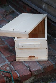 In my quest for more nuc building ideas and experiments, and my desire for deep nucs due to their marketability, I drove out to Home Depot o. Beekeeping Course, How To Start Beekeeping, Bee Hive Stand, Bee Hives Boxes, Photo Macro, Honey Bee Hives, Honey Bees, Bee Swarm, Raising Bees