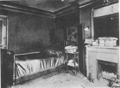 "Proust's last bedroom, at 44 rue Hamelin. I found this photo on André Vincens' exhaustive website on the characters, ""Proust-Personnages.""   See the photo here: (http://proust-personnages.fr/?page_id=6372) Discover the characters here: (http://proust-personnages.fr/)"