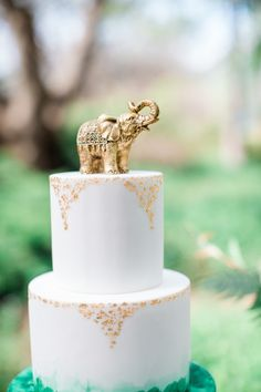 Green and gold cake with elephant topper. Paper Heart Patisserie. Photography: Elisabeth Arin Photography - elisabetharin.com/